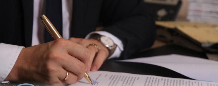 Возможно ли расторгнуть долгосрочный договор аренды в одностороннем порядке без суда , в договоре есть пункт право на одностороннее расторжение.