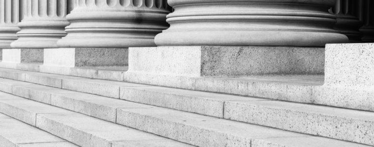 Допустим ли допрос представителя? Судья КС упрекнул коллег за подрыв конституционного права на квалифицированную юридическую помощь